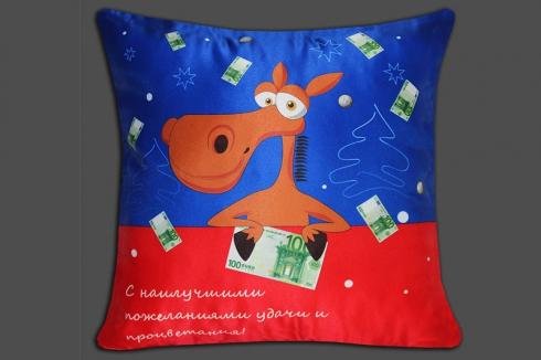 Автомобильная подушка Лошадь с деньгами